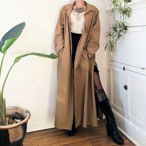 Caramel trench with snap slits